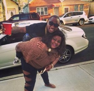 Chioma shed tears as Davido was seen with mysterious fat lady with big ukwu.